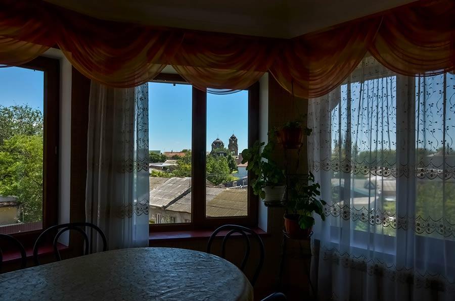 Вид из окна кухни-столовой 3-комнатного апартамента
