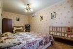 Комната располагает дополнительными спальными местами