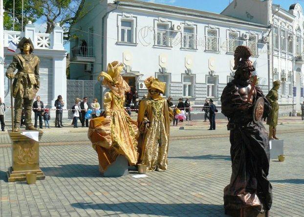 Фестиваль живых скульптур в Евпатории